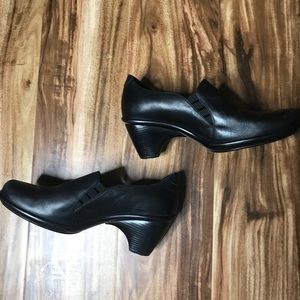 DANSKO BLACK LEATHER CLOGS SIZE 7